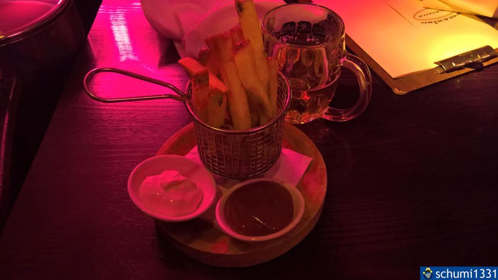 Chips und Getränk vom Stammtisch