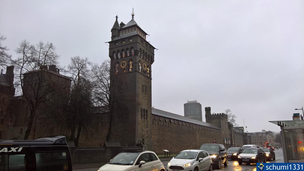 Cardiff Castle (das Schloss selbst soll nicht spektakulär sein, deshalb war ich nicht drin; die Bibliothek wurde als Drehort für die TARDIS Library verwendet)