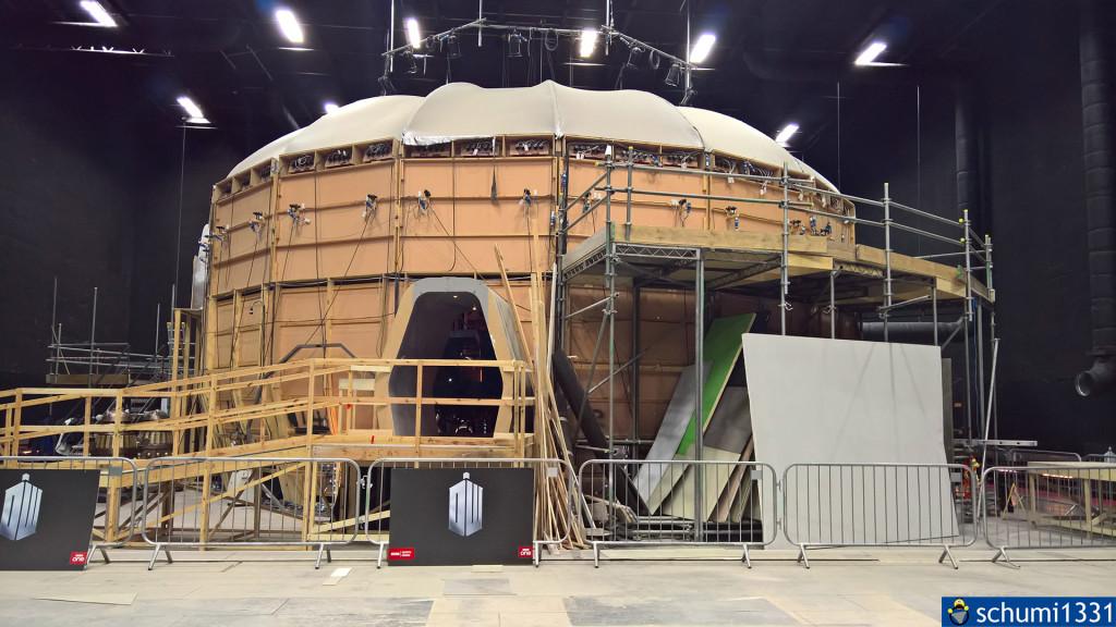 TARDIS-Innenleben von außen - ist von außen doch nicht viel größer als von innen :D