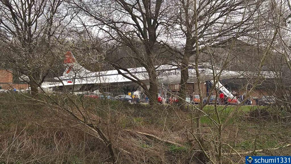 Die Concorde hinter Bäumen