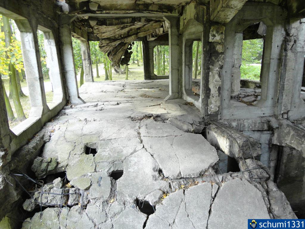 In die Überreste dieser Baracke konnte man reingehen