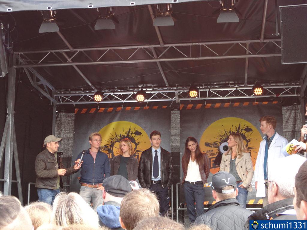 Der Cast auf der Bühne