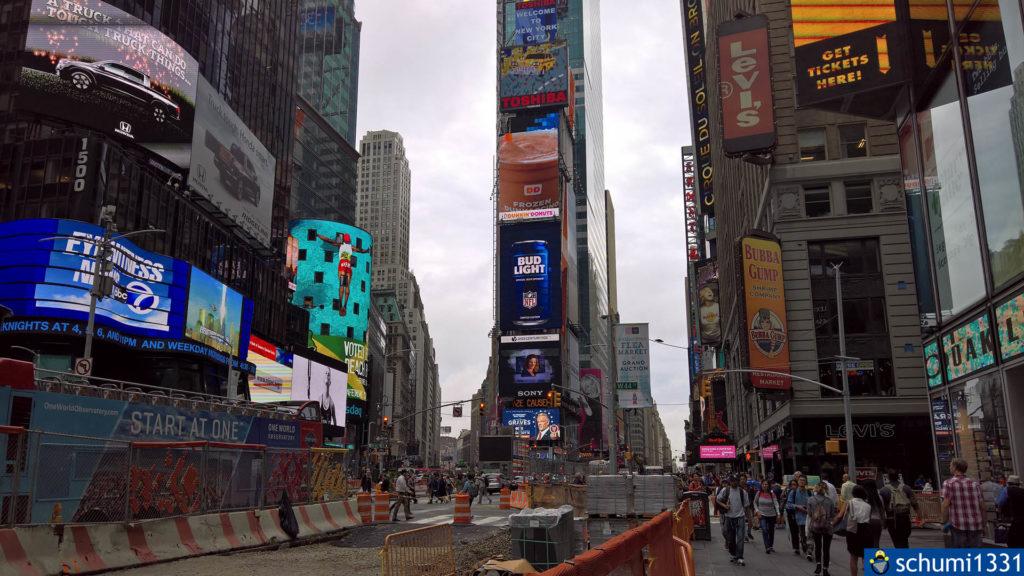 Der Times Square bei Tageslicht