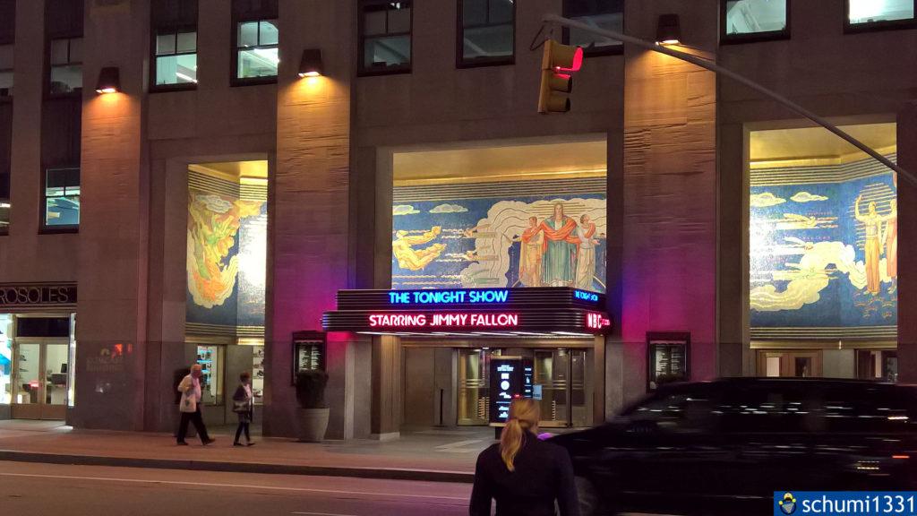 Im Umkreis und im des Rockefeller Center selbst werden einige Shows produziert, so zum Beispiel Jimmy Fallon...