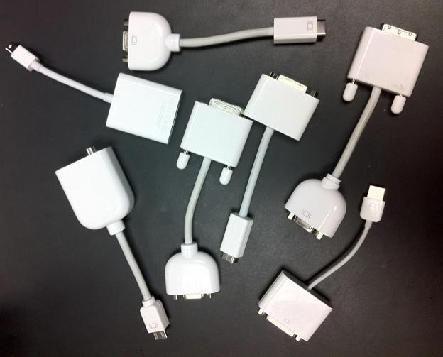 Ein Teil des Apple'schen Adapter-Wahnsinns (Bild: Rex Hammock; CC BY-SA 2.0)